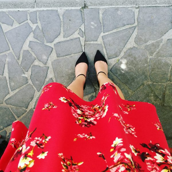 red dress rode jurk bloemen floral dress bloemenjurk pumps summer lente
